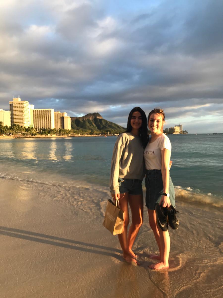 Maud ontspant op het paradijs op aarde Hawaii 5